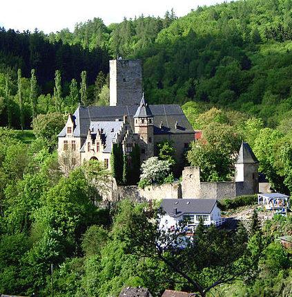 Замок Крансберг, у подножья которого был построен комплекс «Адлерхорст».
