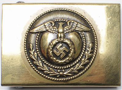 Пряжка штурмовых отрядов СА 3-го типа с крестом Рейха. Латунная, с никелированной верхней частью.