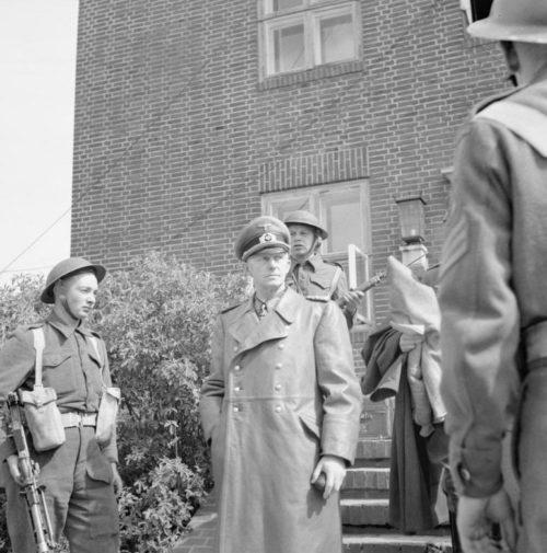 Альфред Йодль под арестом. 1945 г.