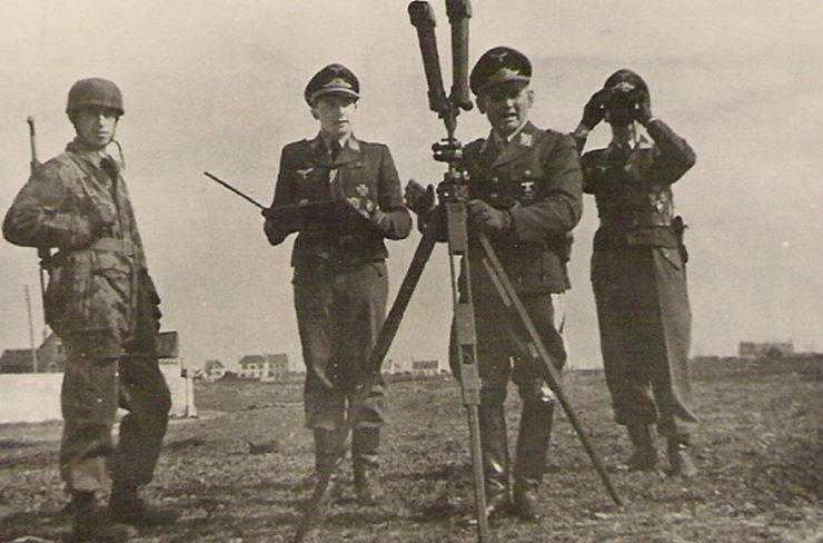 Бернхард Рамке в инспекционной поездке. Франция. 1943 г.