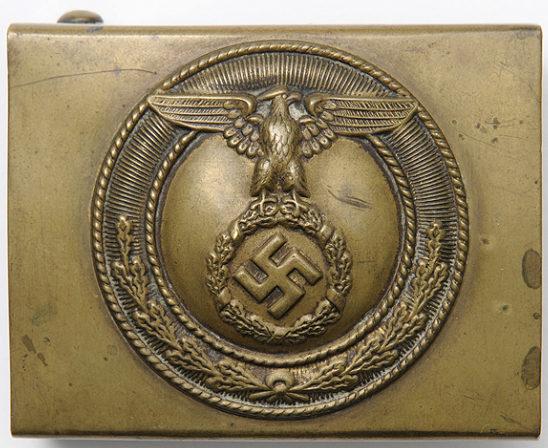 Пряжка латунная штурмовых отрядов СА 4-го типа с крестом Рейха и расправленными крыльями орла.