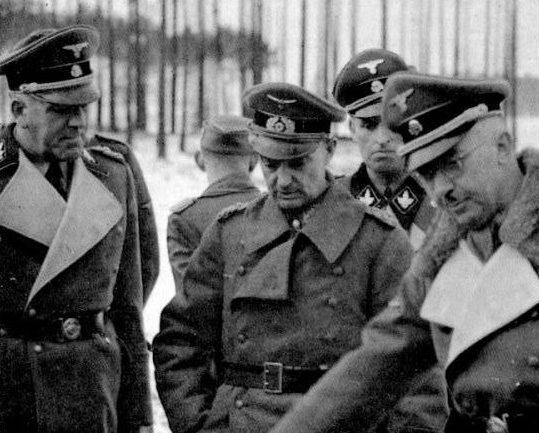 Вальтер Модель с офицерами. 1944 г.
