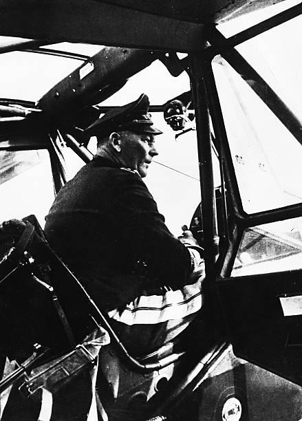 Вольфрам Рихтгофен за штурвалом самолета. 1941 г.