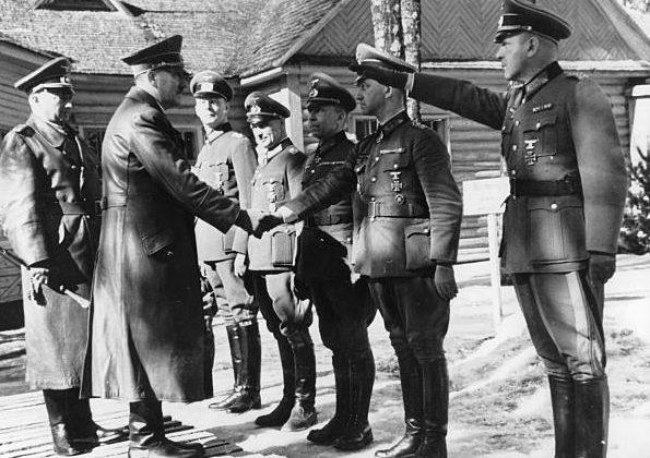 Георг Рейнгардт и Адольф Гитлер в штабе группы армий «Центр». Смоленск. 1943 г.