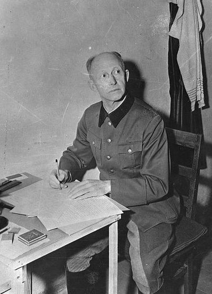 Альфред Йодль в тюрьме во время Нюрнбергского процесса. 1946 г.