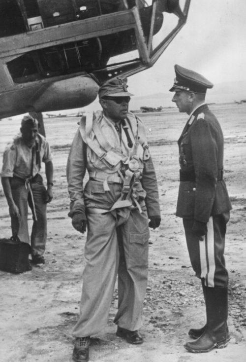 Альберт Кессельринг и генерал Отто Гофман фон Вальдау на острове Крит. 1941 г.
