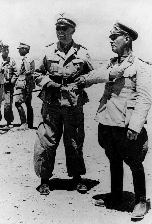 Альберт Кессельринг и Эрвин Роммель в Ливии. 1942 г.