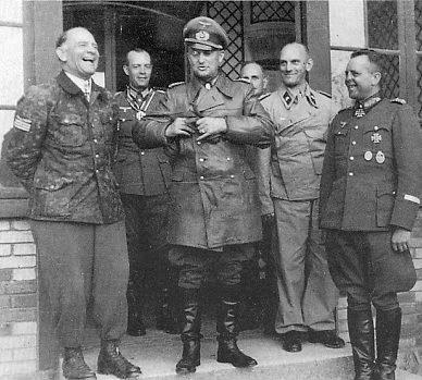 Вальтер Модель, Йозеф (Зепп) Дитрих, Рудольф-Кристоф фон Герсдорф, Альфред Гаус и Генрих Эбербах. 1944 г.