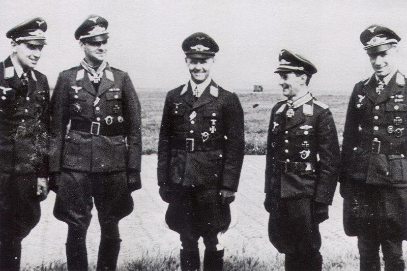 Йозеф Каммхубер среди офицеров. 1943 г.
