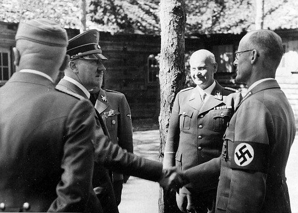Гитлер с генералами в ставке «Werwolf».