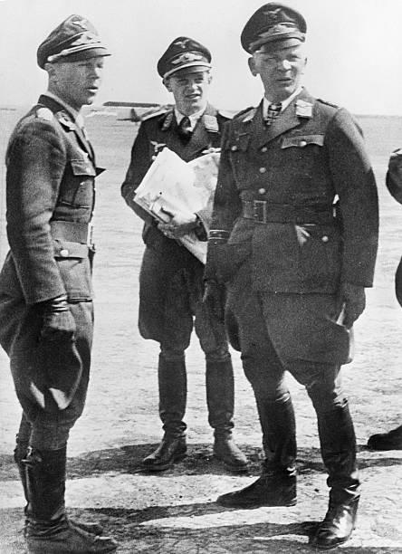 Вольфрам Рихтгофен с офицерами. 1943 г.