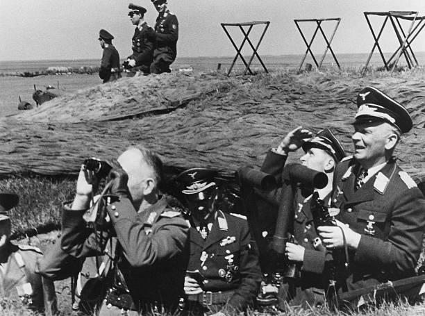 Вольфрам Рихтгофен с офицерами на полевом командном пункте. 1943 г.