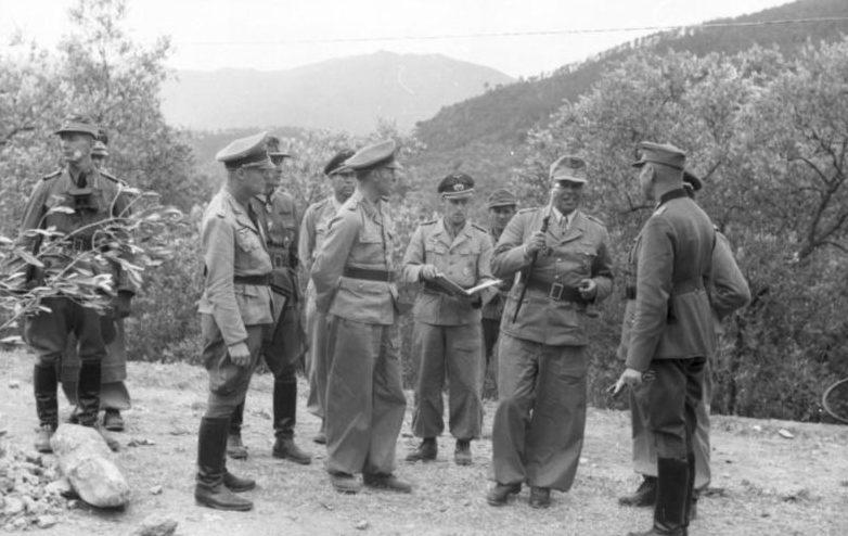 Альберт Кессельринг с офицерами. Италия. 1944 г.