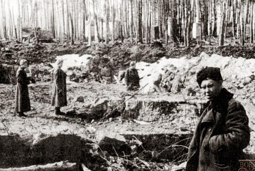 Сотрудники НКВД обследуют руины «Werwolf».