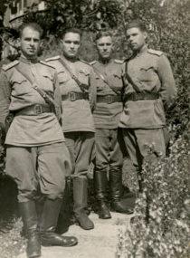 Офицеры из охраны Сталина на одной из дач в Абхазии.