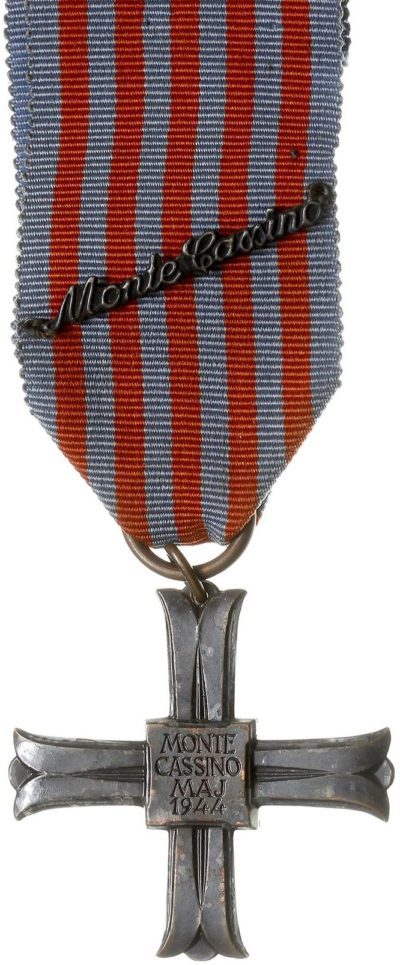 Аверс креста «За Монте-Кассино».