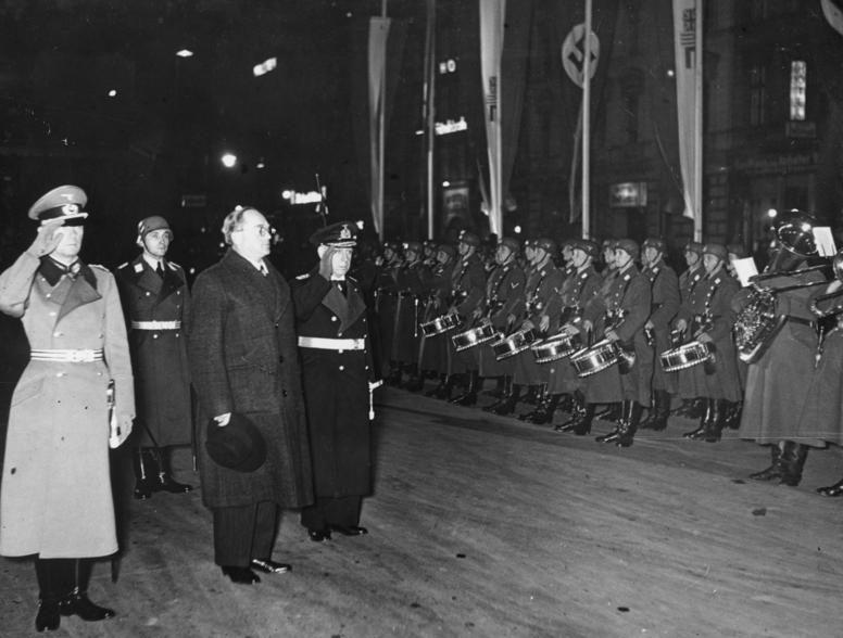 Фридрих Канарис и Вильгельм Кейтель с министром обороны ЮАР Пировым. Берлин. 1938 г.