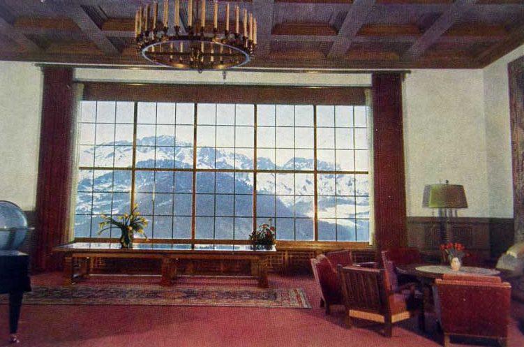 Панорамное, поднимающиеся окно в конферен-зале.