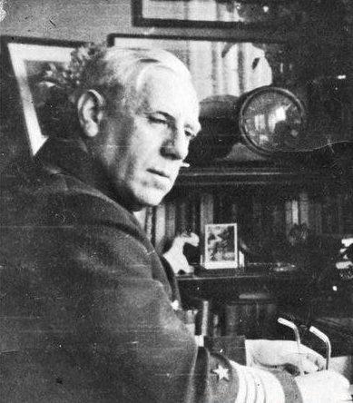 Фридрих Канарис в рабочем кабинете. 1938 г.