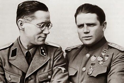 Петр Таврин (справа) и один из руководителей «Цеппелина» Хенц Грефе.