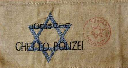 Нарукавная повязка еврея-полицейского в Варшавском гетто.