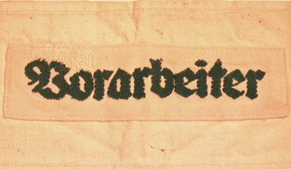 Нарукавные повязки руководителя рабочей бригады в оккупированной стране.
