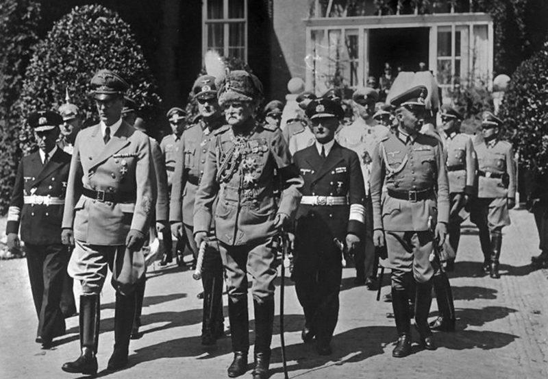 Фридрих Канарис на похоронах императора Вильгельма II. 1941 г.