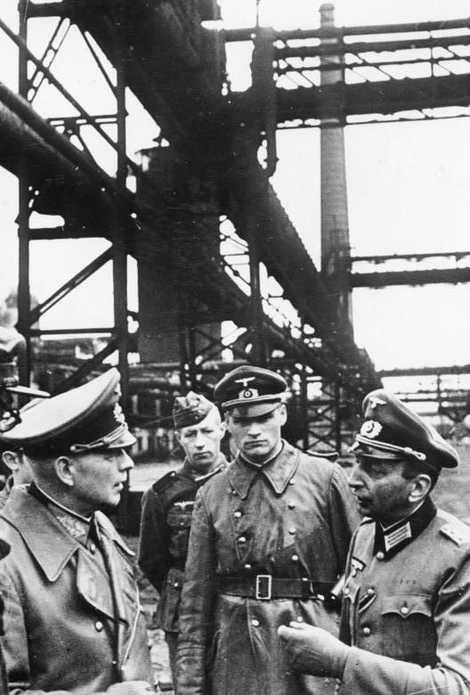 Эвальд Клейст на металлургическом заводе в Украине. 1941 г.