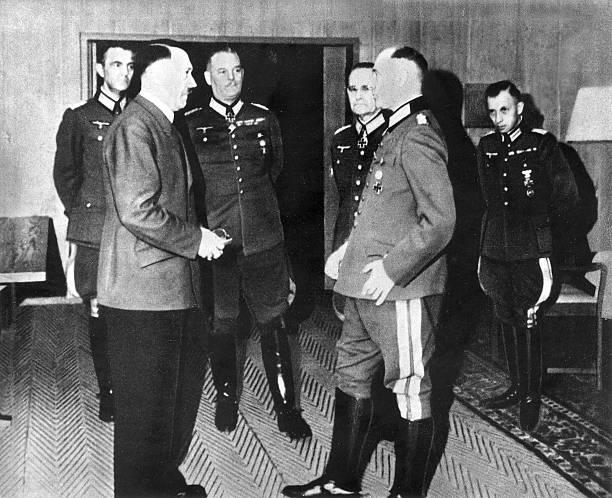 Паулюс, Адольф Гитлер, Вильгельм Кейтель и Гальдер Франц. 1940 г.