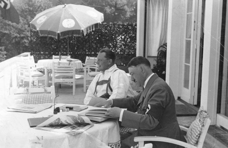 Гитлер и Геринг на веранде «Бергхофа».