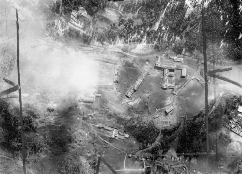 Аэрофотосъемка резиденции после налета. 25 апреля 1945 г.