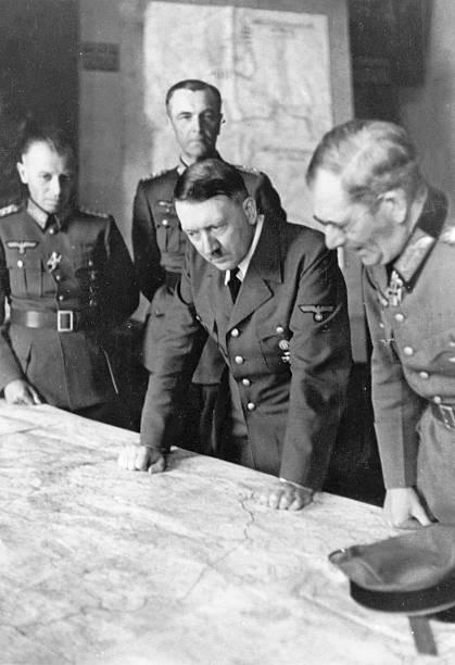 Фридрих Паулюс на совещании у Гитлера. 1942 г.