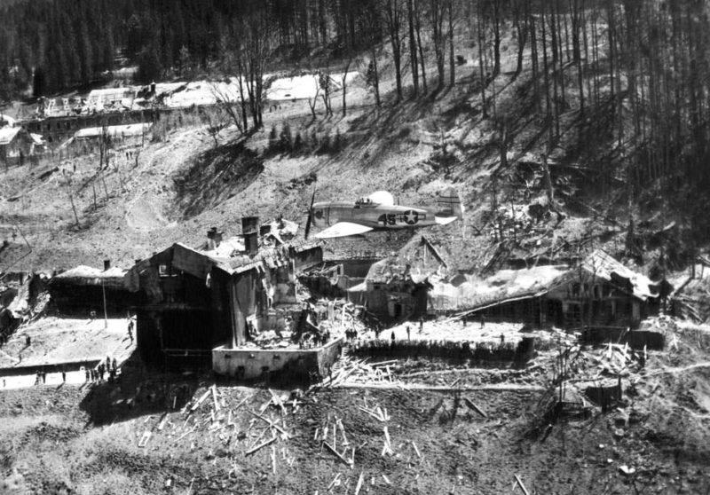 Бергхоф с высоты. Май 1945 г.