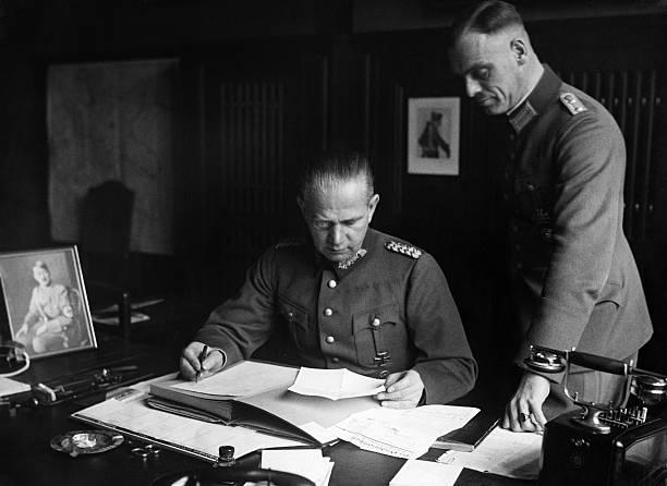 Вальтер Рейхенау в рабочем кабинете. 1934 г.