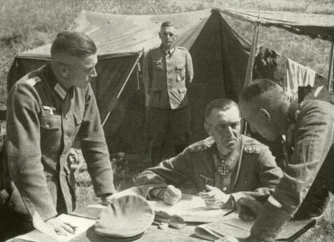 Фридрих Паулюс в полевом штабе. 1942 г.