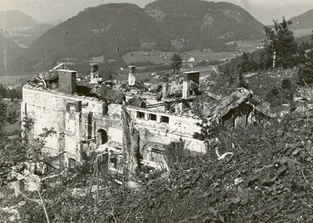 Разрушенная резиденция. 1949 г.