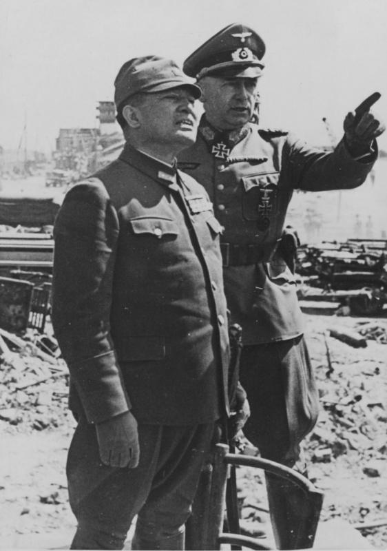 Эвальд Клейст и посол Японии в Германии Хироси Осима. Ростов. 1942.