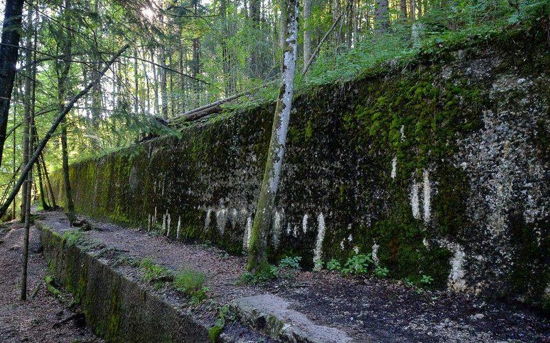 Развалины вспомогательных сооружений резиденции «Бергхоф».