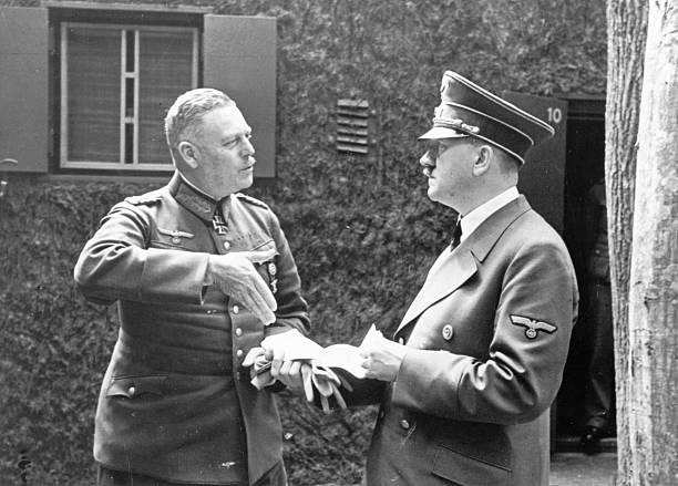 Вильгельм Кейтель и Адольф Гитлер. 1938 г.