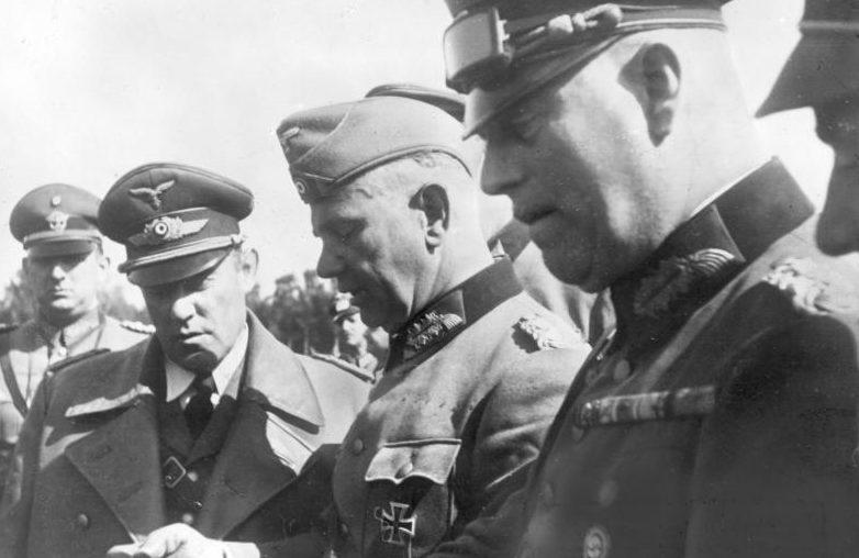 Вальтер Рейхенау, Вильгельм Кейтель, Карл Боденшатц и Курт Далюге. 1939 г.