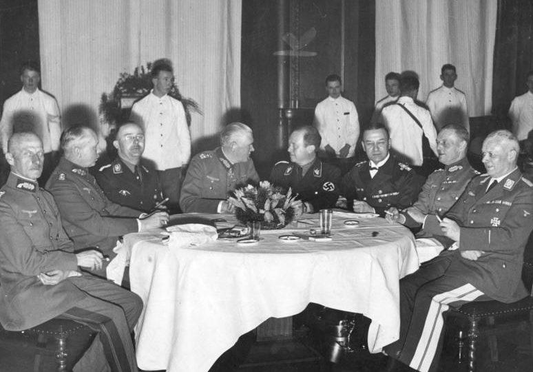 Эрих Редер с генералами Вермахта. 1935 г.