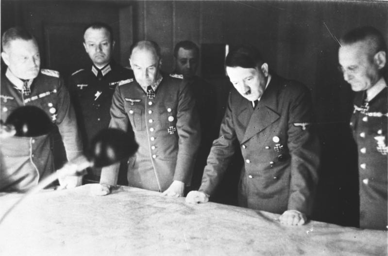 Вильгельм Кейтель, Вальтер Браухич, Адольф Гитлер, Франс Гальдер. 1939 г.