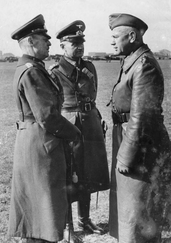Вальтер Рейхенау, Вальтер Браухич и Герд фон Рунштедт. 1939 г.