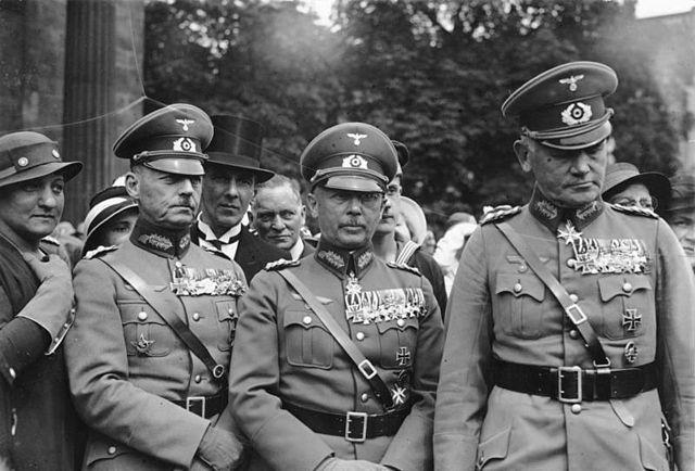 Вильгельм Кейтель, Вернер Фрич и Вернер Бломберг. Берлин. 1940 г.