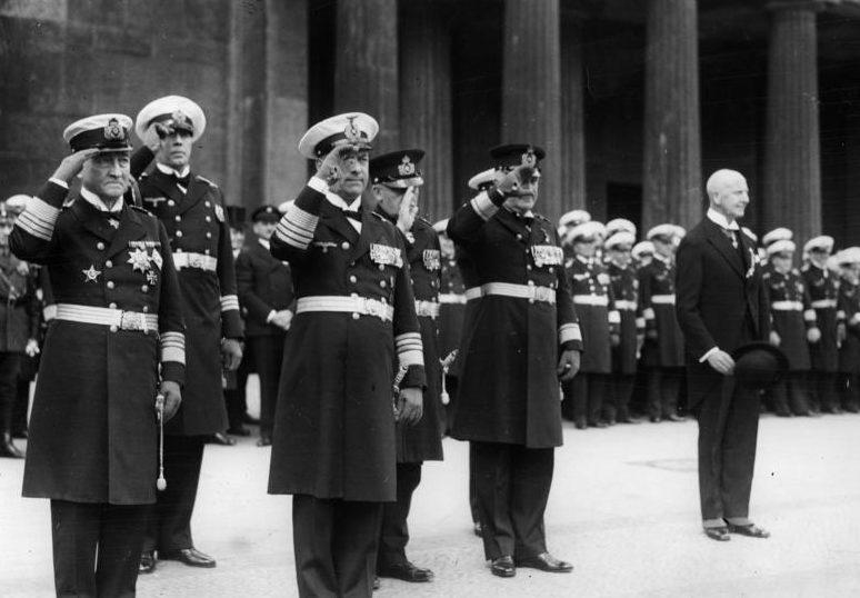 Эрих Редер с командованием Кригсмарине. Берлин. 1935 г.