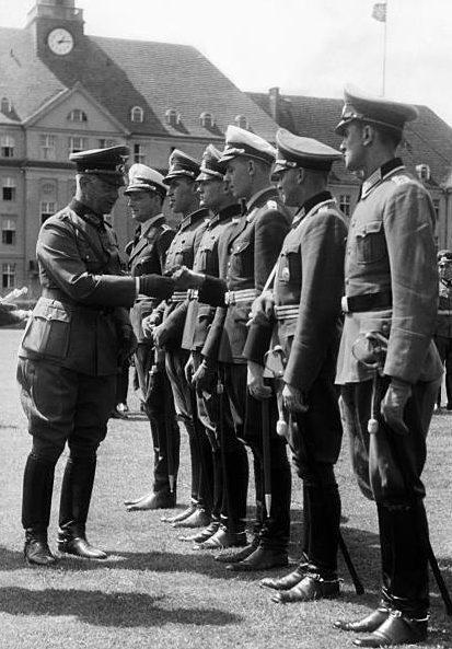 Вальтер Рейхенау с офицерами. 1939 г.