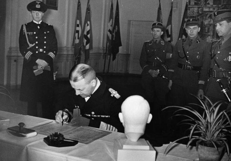 Эрих Редер в штабе СА. Шарлоттенбург. 1936 г.