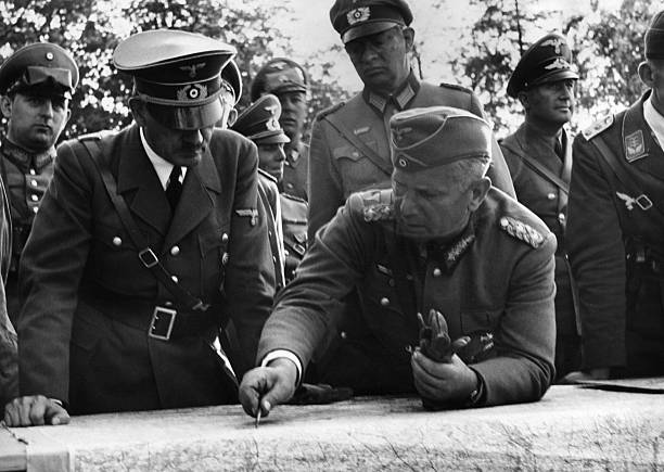 Вальтер Рейхенау и Адольф Гитлер. 1939 г.