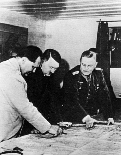 Вильгельм Кейтель, Герман Геринг и Адольф Гитлер. 1940 г.