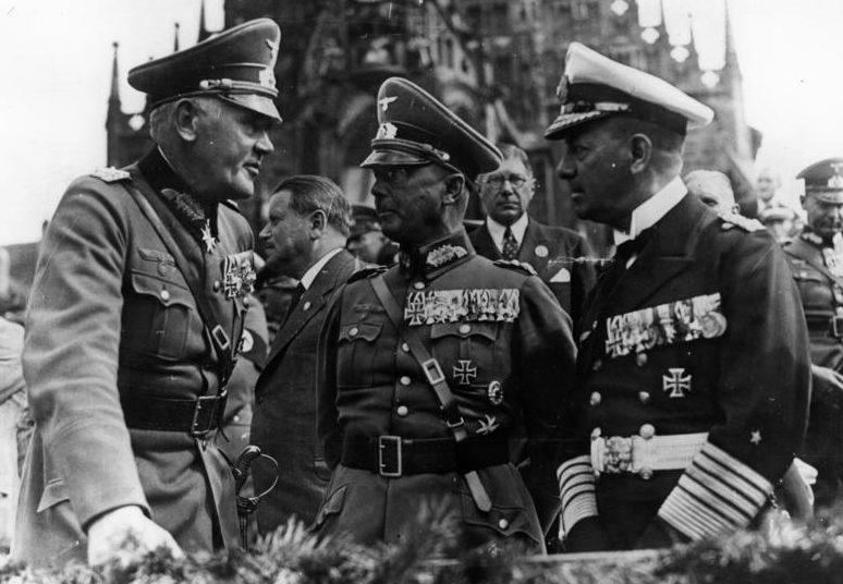 Эрих Редер, Вернер Бломберг и Вернер Фрич. Нюрнберг. 1936 г.